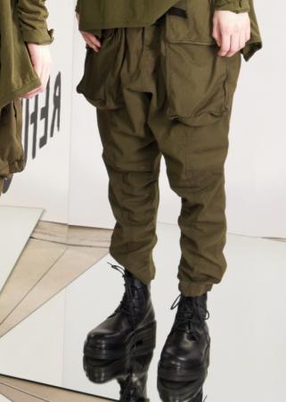 RUNDHOLZ DIP, schmale Hose mit aufgesetzten Taschen 2202600102