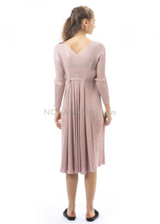 PLEATS PLEASE ISSEY MIYAKE, langärmeliges Kleid mit Raffung in Rosé