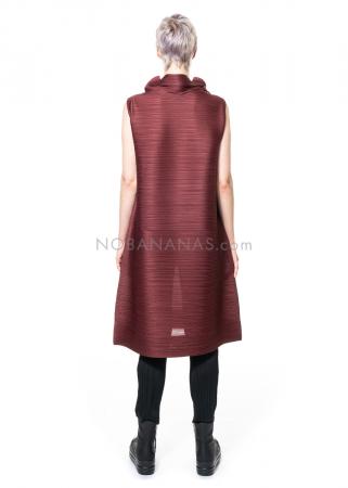 PLEATS PLEASE ISSEY MIYAKE, ärmelloses Kleid mit Stehkragen in Bordeaux